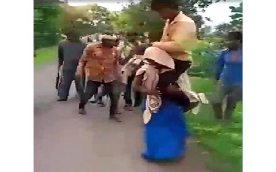 خاتون کو مبینہ بے وفائی کی سزا کے طور پر ایسا کام کرنے پر مجبور کر دیا گیا کہ ہنگامہ برپا ہو گیا