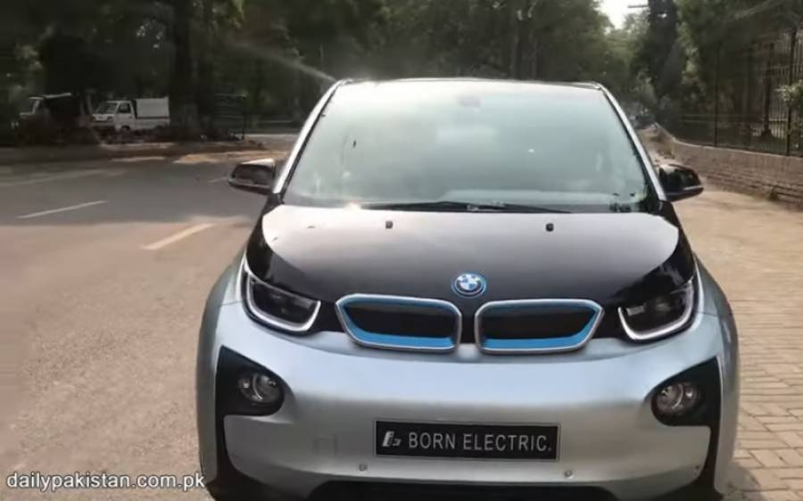 BMW نے پاکستان میں پہلی مکمل الیکٹرک گاڑی متعارف کروا دی، اس کی قیمت اور خصوصیات جانئے