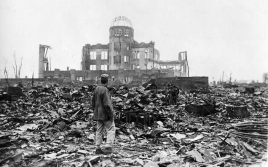'میں نے دیکھا نیم برہنہ حالت میں انسان بھوتوں کی طرح لگ رہے تھے' ہیروشیما پر ایٹمی دھماکے کے بعد کیا منظر تھا؟ عینی شاہد خاتون نے لرزہ خیز تفصیلات بتادیں