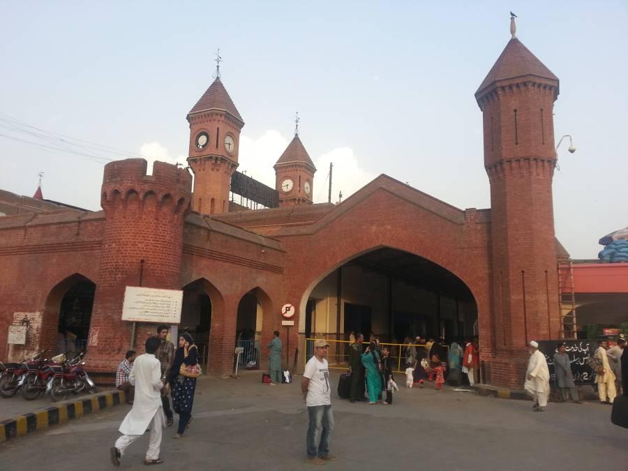 ریلوے سٹیشن کی گھڑیاں بند ہونے پر سٹیشن منیجر لاہور معطل، حیران کن خبرآگئی