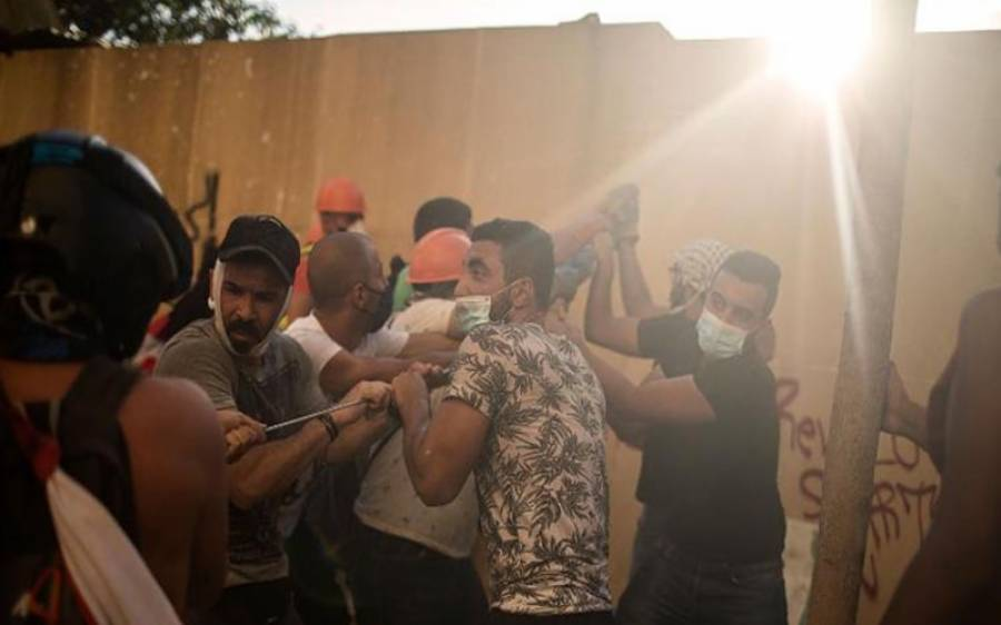 لبنان میں بیروت دھماکے کے بعد مظاہرے پھوٹ پڑے ،جھڑپوں میں700 سے زائد افراد زخمی،لبنانی وزیراعظم کا ملک میں قبل از وقت انتخابات کااعلان