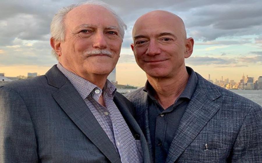 کیا آپ کو معلوم ہے کہ جیف بیزوس لے پالک ہیں اور ان کے اصلی باپ کو پتا ہی نہیں تھا کہ ان کا بیٹا دنیا کا امیر ترین آدمی ہے