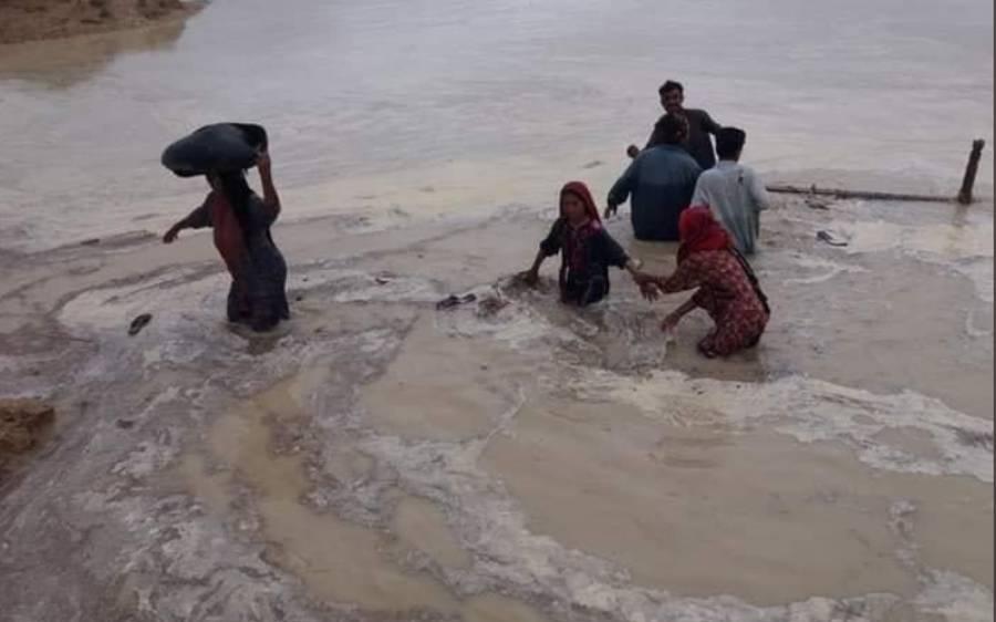 بلوچستان کے سیلابی علاقوں میں پھنسے ہم وطنوں کی سنی گئی،شیخ رشید نے بڑا اعلان کردیا