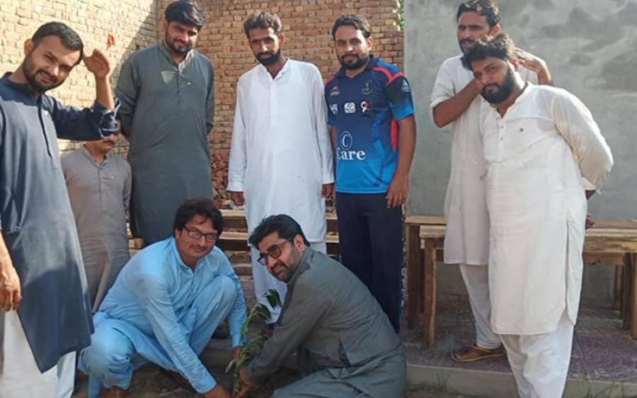 کوٹ سادات میں شجرکاری مہم کا آغاز، منیر ہشیار پوریا نے پودا لگایا