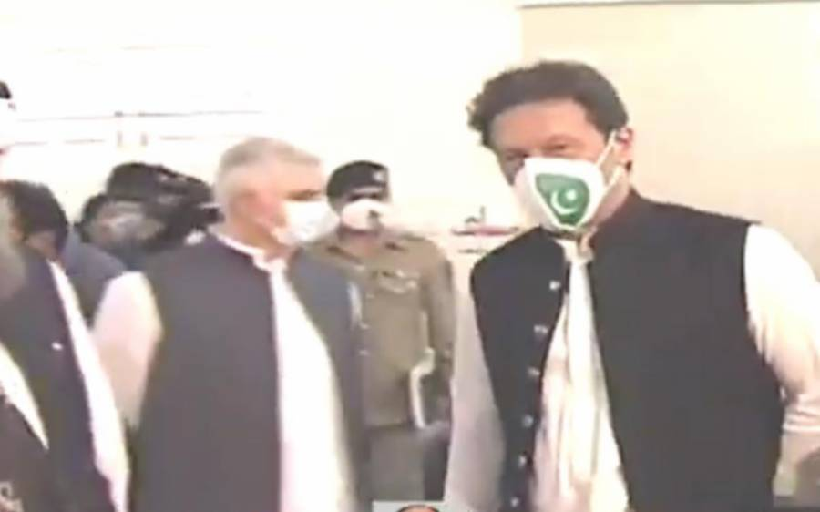 ضلع خیبر میں احساس نشوونما پروگرام کا اجرا، وزیراعظم عمران خان نے قومی پرچم والا ماسک پہن لیا