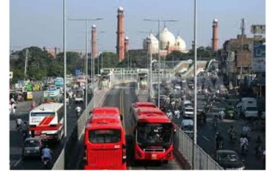 لاہور میٹرو بس سے کتنے ملازمین کو فارغ کر دیا گیا ، عملہ سراپا احتجاج