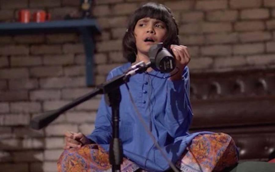 """نیس کیفے میں """" بول ہو """" سے مشہور ہونے والی ننھی """" ہادیہ """" کی آواز سے بھارتی گلوکار سونم نگم اس قدر متاثر ہو گئے کہ ویڈیو کال کر ڈالی ، کیا بات چیت ہوئی ؟ جانئے"""