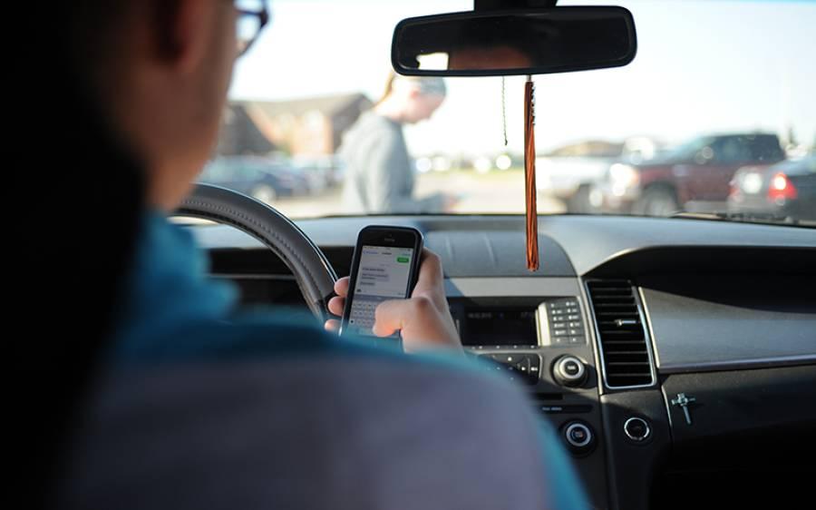 اب ڈرائیوروں کو گاڑی چلاتے ہوئے موبائل فون استعمال کرنے کی اجازت ہوگی؟ جدید ٹیکنالوجی کا ایک اور معجزہ
