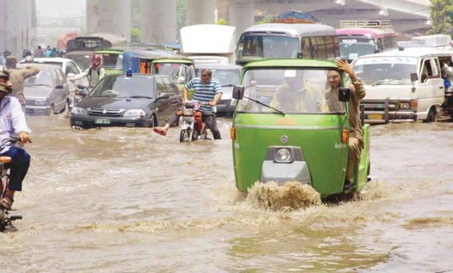 لاہور میں موسلادھار بارش، ہر طرف پانی ہی پانی، سڑکیں تالاب بن گئیں
