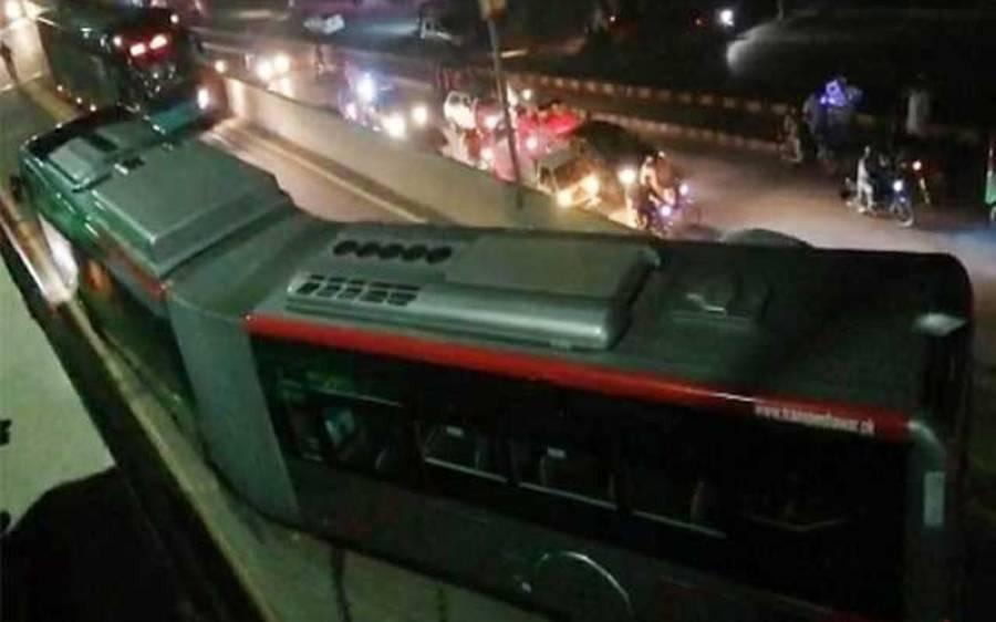 پشاور میں بی آر ٹی بس کو حادثہ، کتنے لوگ زخمی ہوئے ؟