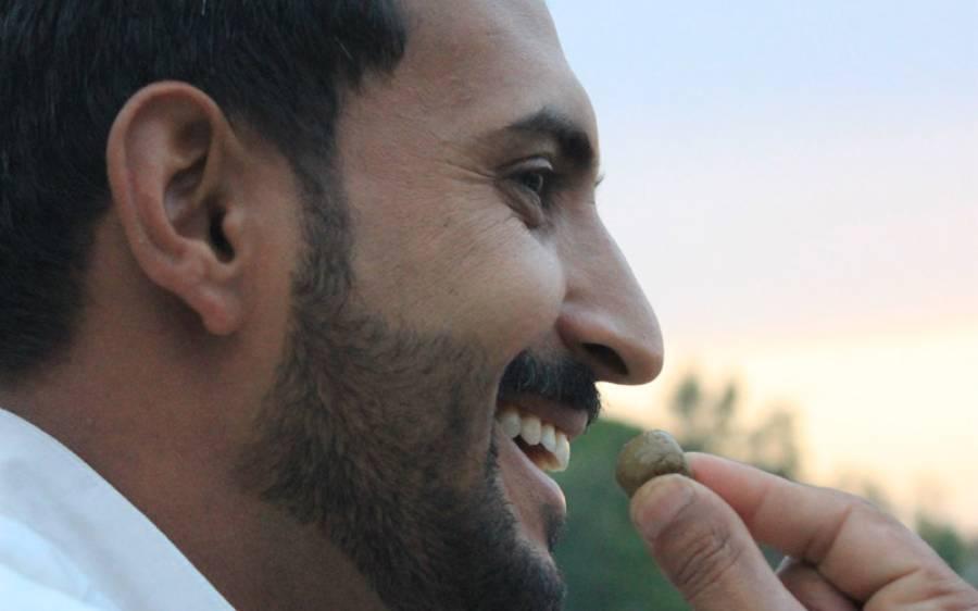 پشاور بی آر ٹی میں سفر کے دوران نسوار پر پابندی عائد کردی گئی