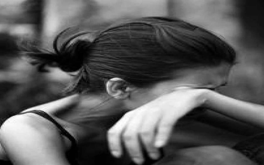30 مردوں کا نوعمر لڑکی کے ساتھ گینگ ریپ، اس کے بعد اُسے کیا پیشکش کی؟ ایسی خبر کہ انسانیت شرما جائے