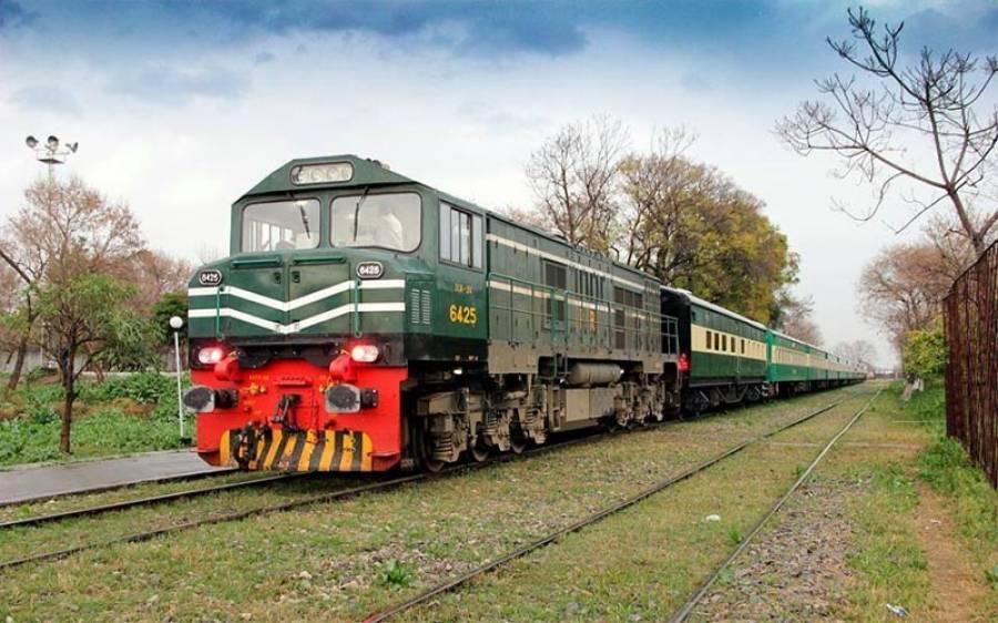 کراچی جانےوالی رحمان بابا ایکسپریس کے پاور پلانٹ کا ایکسل ٹوٹ گیا،ٹرینوں کی آمدورفت معطل