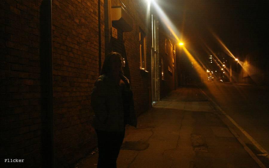 پولیس نے انتہائی فلمی انداز میں چلایا جانے والا قحبہ خانہ پکڑلیا، تفصیلات کسی کو بھی حیران کردیں