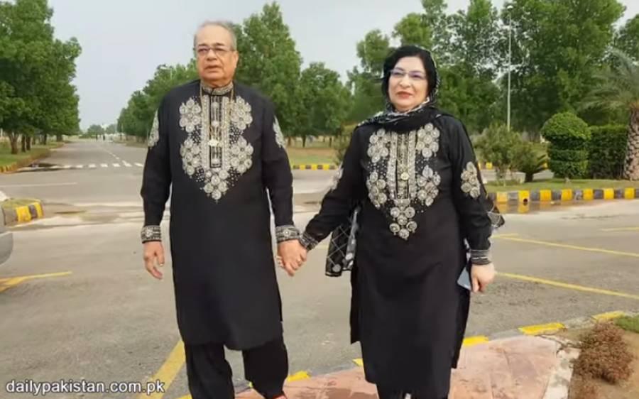 پاکستانی میاں بیوی 37 سال سے روزانہ بالکل ایک جیسے کپڑے پہنتے ہیں ان کی باتیں سن کر آپ بھی زندہ دلی کی داد دیں گے۔۔۔