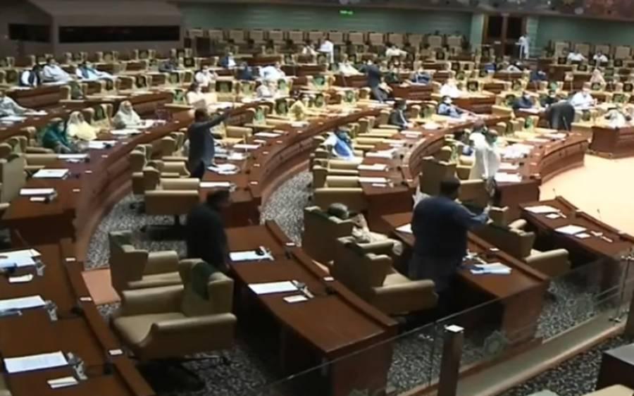 سندھ اسمبلی کا اجلاس شور شرابے کی نذر ،اپوزیشن اراکین نشستوں پر کھڑے ہوگئے