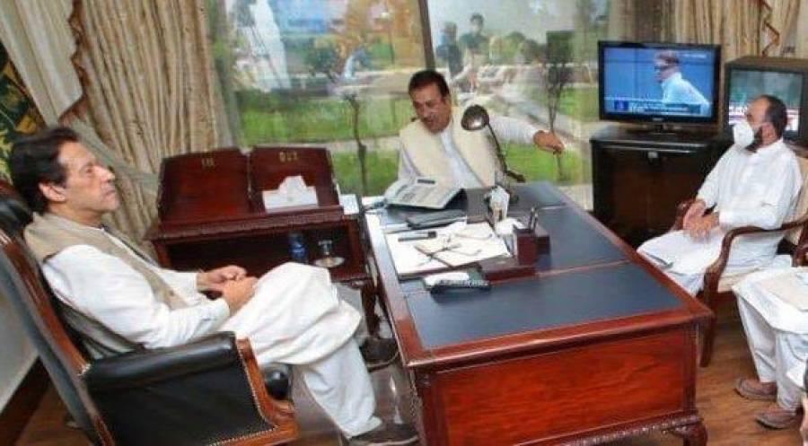 وزیراعظم عمران خان کی بھی پاکستان اور انگلینڈ کے میچ پر بھرپور نظر، تصویر وائرل ہو گئی