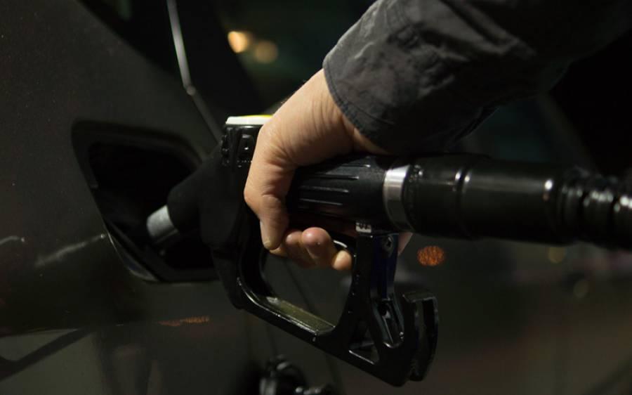 بھارت میں 10 روز میں پٹرول کی قیمت میں 9 مرتبہ اضافہ، اب وہاں فی لیٹر پٹرول کتنے کا ملتا ہے؟ جان کر پاکستانیوں کو یقین نہ آئے