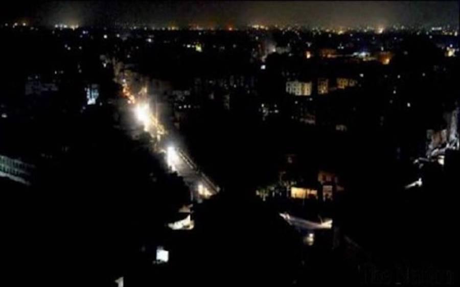 کراچی میں بارش کے بعد کے الیکٹرک کا نظام ٹھپ ،دن دیہاڑے متعدد علاقے تاریکی میں ڈوب گئے
