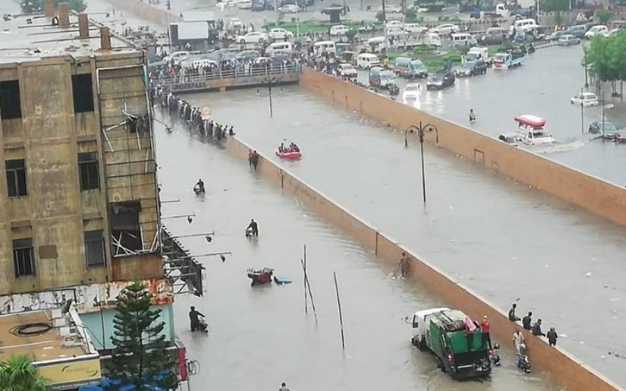 پاک بحریہ نےکراچی کے شہریوں کے دل جیت لئے،بارش سے متاثرہ علاقوں میں ایسی شاندار خدمات کہ ہر کوئی عش عش کر اٹھا