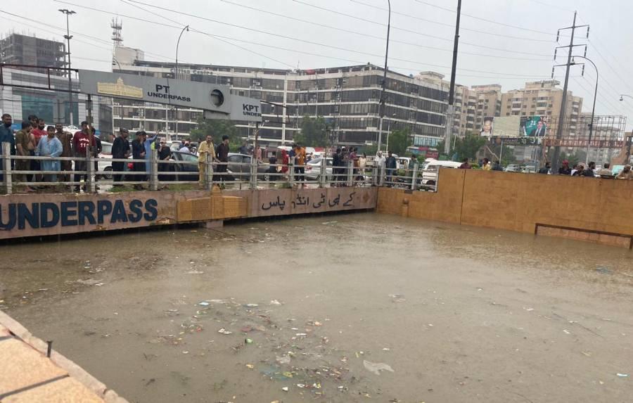 کراچی میں آسمانی بجلی گھر کی دیوار پر آ گئی، ہلاکتیں