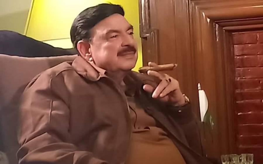 """"""" آزادی مارچ پر گوجرانوالہ میں حملہ ہوا تو عمران خان نے کنٹینر سے چوہدری نثار کو فون کیا""""شیخ رشید کا اپنی کتاب میں انکشاف"""