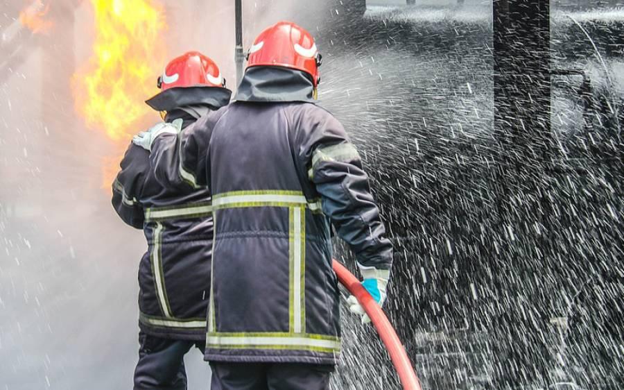 کراچی: کپڑے کے گوداموں میں آتشزدگی
