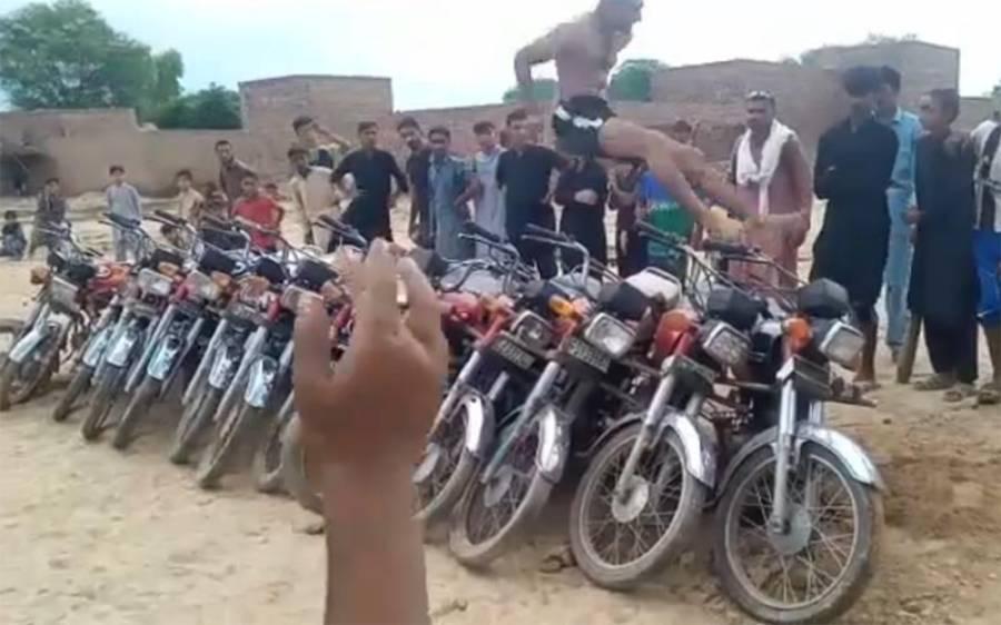 تاندلیانوالہ کے رہائشی دلشان بلوچ نے 13موٹر سائیکلوں پر جمپ لگا کر آصف مگسی کاریکارڈ توڑ دیا