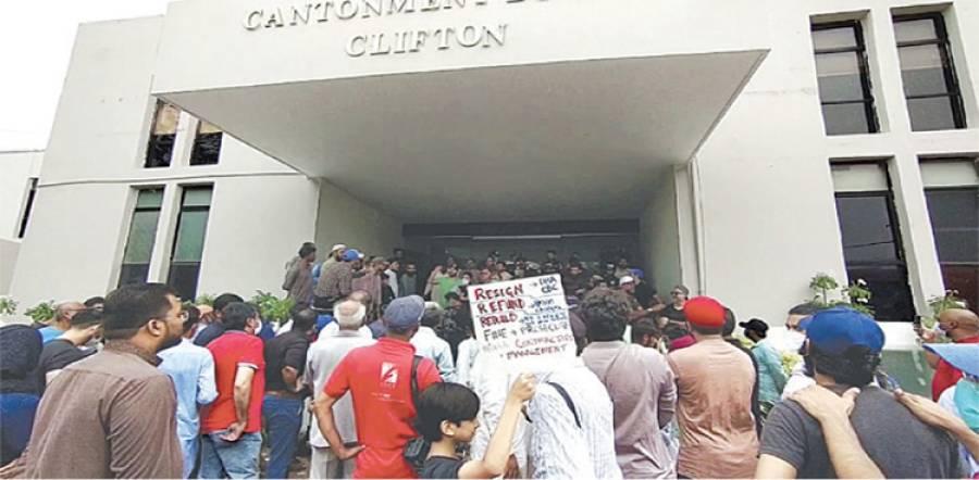 کنٹونمنٹ بورڈ کراچی کے افسران نے مظاہرین سے معاہدہ کرکے گھر بھیجا اور پھر ان کیخلاف ایف آئی آر کٹوا دی