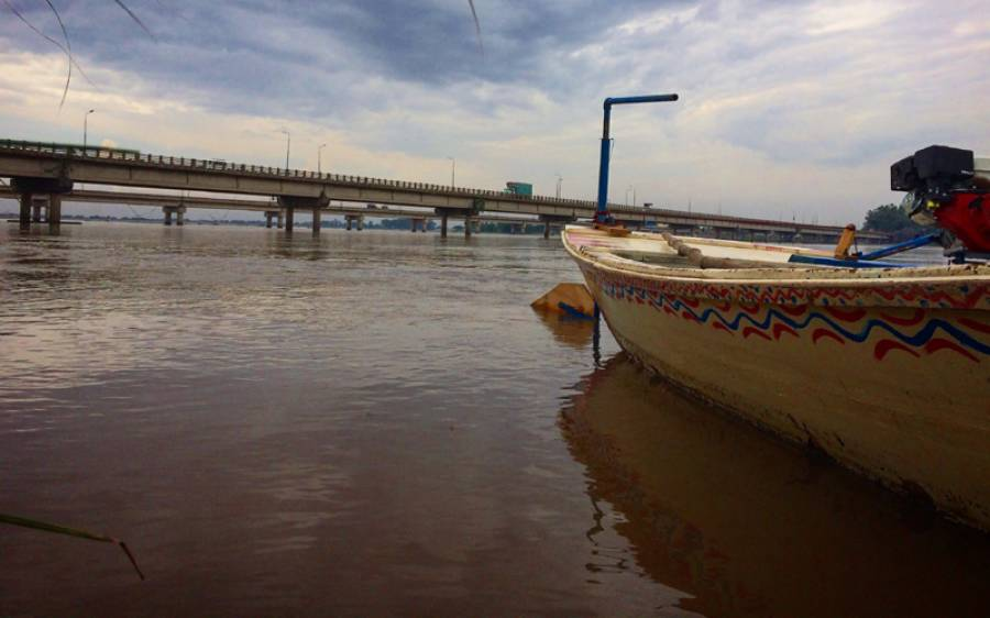 دریائے چناب میں درمیانے درجے کے سیلاب نے ملتان کے نشیبی علاقوں کو اپنی لپیٹ میں لینا شروع کر دیا