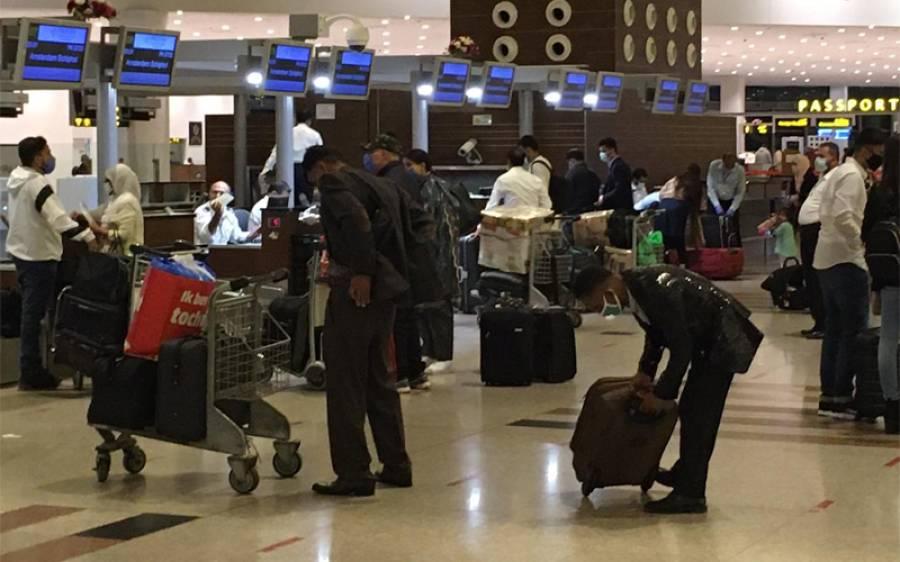 اسلام آباد ایئر پورٹ پر امریکی شہری کے سامان سے ایسی چیز برآمد ہو گئی کہ سیکیورٹی اہلکاروں کی دوڑیں لگ گئیں،فوری حراست میں لے لیا
