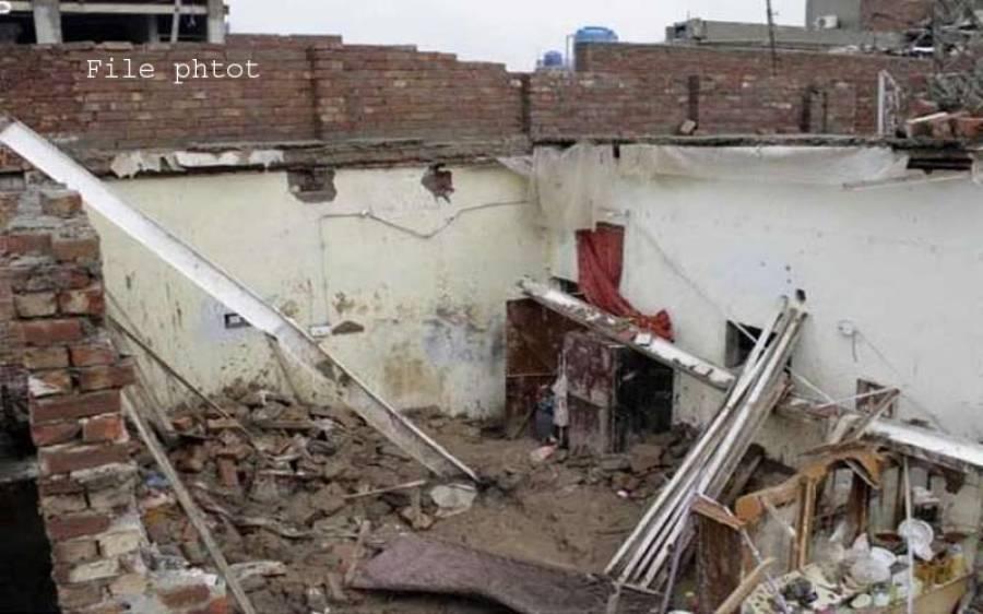 لاہور، ٹیکسالی میں چھت گرنے سے میاں بیوی اور 3 بچوں سمیت 6 افراد جاں بحق