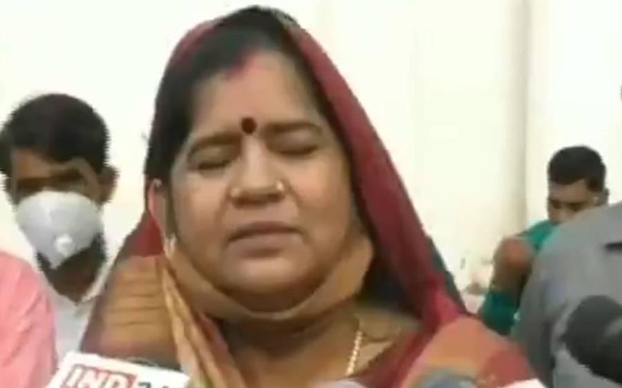 'میں گوبر اور مٹی میں پیدا ہوئی تھی، کورونا مجھے کچھ نہیں کہہ سکتا' بھارتی خاتون وزیر کا انوکھا دعویٰ