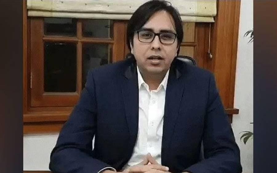 نفیسہ شاہ کو پی آئی اے بارے ٹویٹ کرنا مہنگا پڑ گیا ،ڈاکٹر شہباز گل نے جوابی ٹویٹ میں آصف زرداری کو نشانے پر رکھتے ہوئے سنگین الزام عائد کردیا