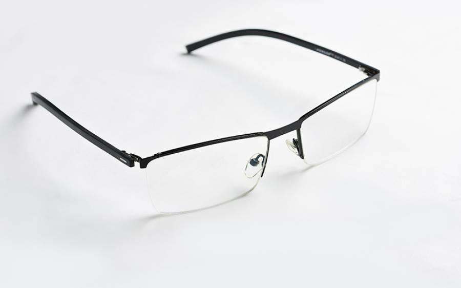 عینک پہننے والوں کے لیے خوشخبری، کورونا وائرس کے لیے اُنہیں نشانہ بنانا زیادہ مشکل ہے، سائنسدانوں نے انکشاف کردیا