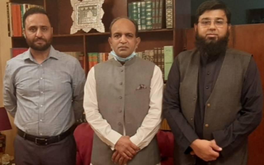 قونصل جنرل پاکستان خالد مجید کی جدہ میں مقیم معروف تجارتی تجزیہ نگار فیصل طاہر خان سےاظہار تعزیت