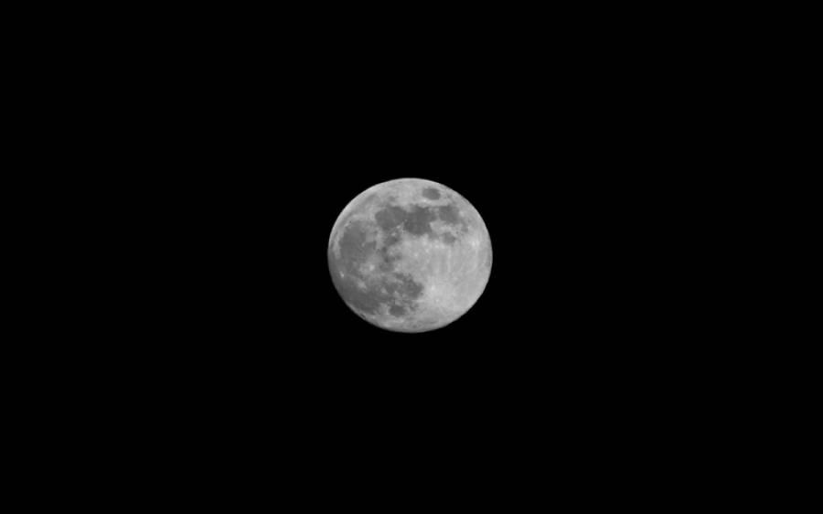 چاند میں دراڑ پڑ گئی؟ سائنسدانوں کو چاند پر ایسی چیز نظر آ گئی کہ دیکھ کر خود بھی شدید پریشان ہو گئے