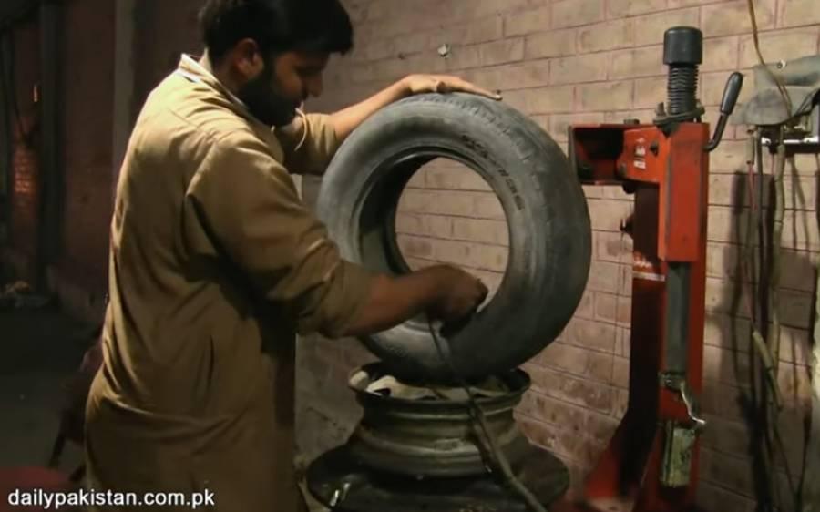 ٹائرز پر پنکچر لگا کر الیکٹریکل انجینئرنگ کرنے والا پاکستانی لڑکا