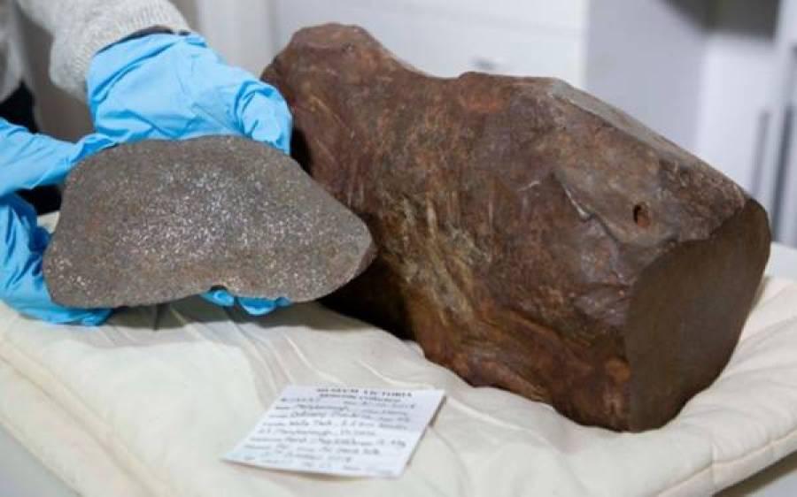 آدمی نے پتھر سنبھال کر رکھا کہ شاید اس میں سونا ہو، لیکن دراصل یہ کیا ہے؟ حقیقت سامنے آئی تو سونے سے بھی زیادہ قیمتی
