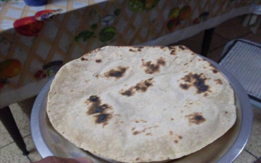 8 کی روٹی 10 روپے کی کرنے کا فیصلہ، عوام کا جوس نکالنے کی تیاریاں مکمل کرلی گئیں