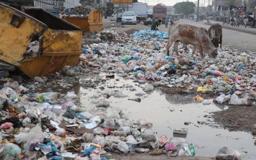 لاہور میں کوڑا کرکٹ سے دو دستی بم برآمد