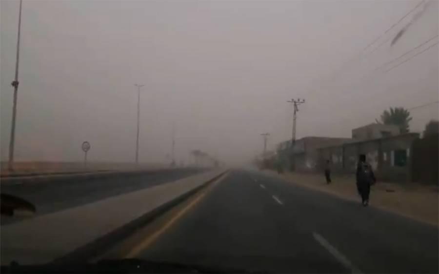 گوادرمیں گرد و غبار طوفان، کئی گاڑیاں آپس میں ٹکرا گئیں