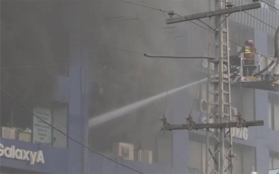 حفیظ سینٹر گلبرگ میں لگنے والی آگ بے قابو ہو گئی ،ریسکیو کی 12 گاڑیاں اور 2 اسنار کل آگ بجھانے میں مصروف