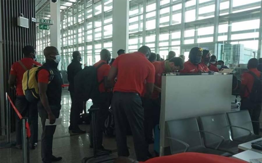 زمبابوے کی کرکٹ ٹیم پاکستان پہنچ گئی ، کس شہر میں قیام پذیر ہے ؟ لاہور نہیں بلکہ۔۔ جانئے