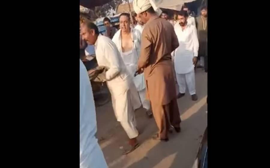 پی ٹی آئی کارکنوں نے اپنے ہی ضلعی صدر کو دھو ڈالا