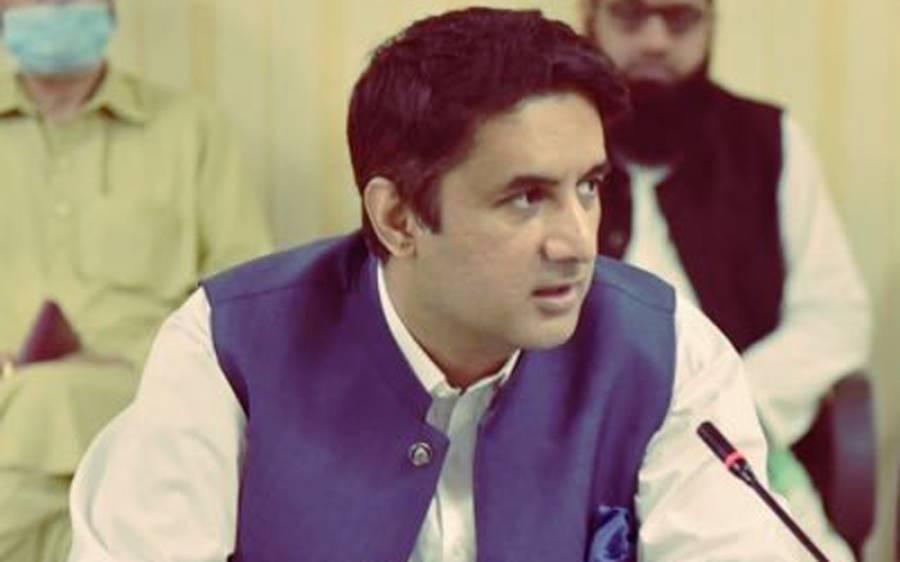ڈپٹی کمشنر اسلام آباد حمزہ شفقات نے خود پر ہی 1000 روپے کا جرمانہ عائد کر دیا