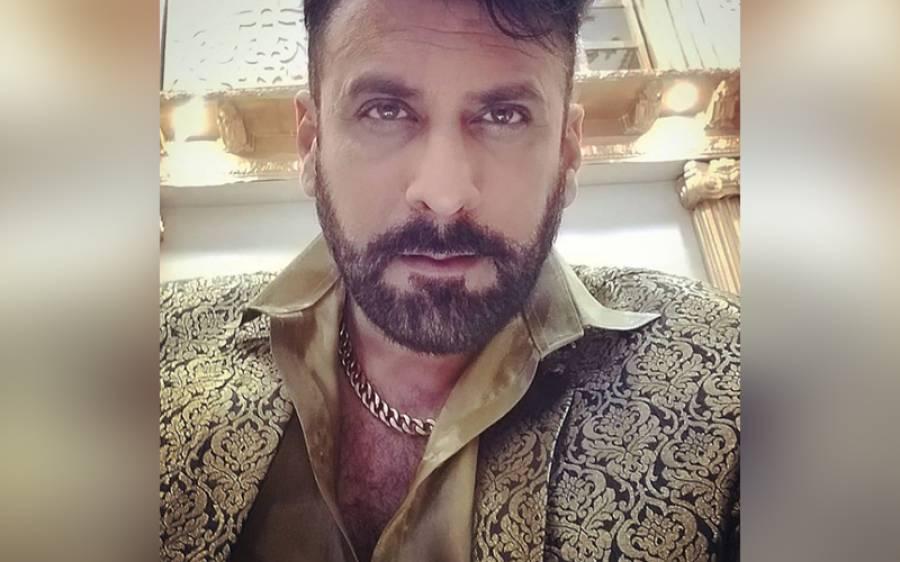 معروف اداکار شمعون عباسی نے پی ٹی آئی میں شمولیت اختیار کر لی