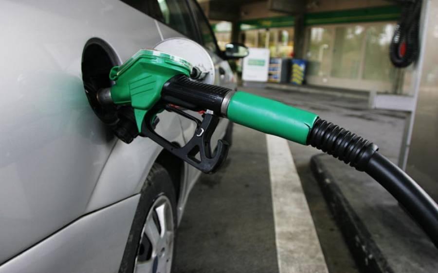 حکومت نے چھٹی کے روز بڑی خوشخبری سنادی، پٹرولیم مصنوعات کی قیمتیں کم کردیں