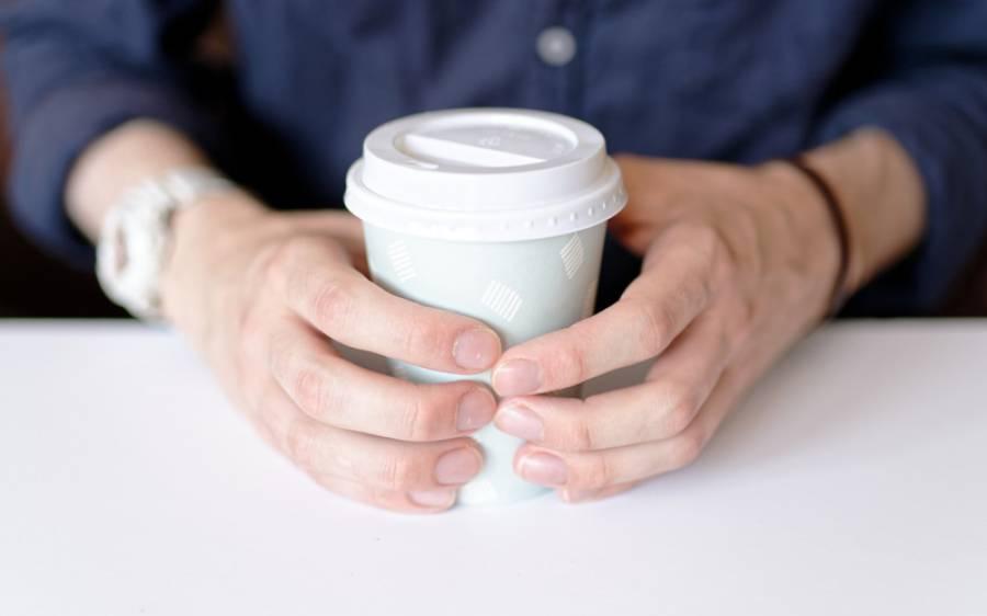 پلاسٹک کے کپ سے چائے یا کافی پینے کا انتہائی خطرناک نقصان تازہ تحقیق میں سامنے آگیا، ماہرین نے وارننگ دے دی