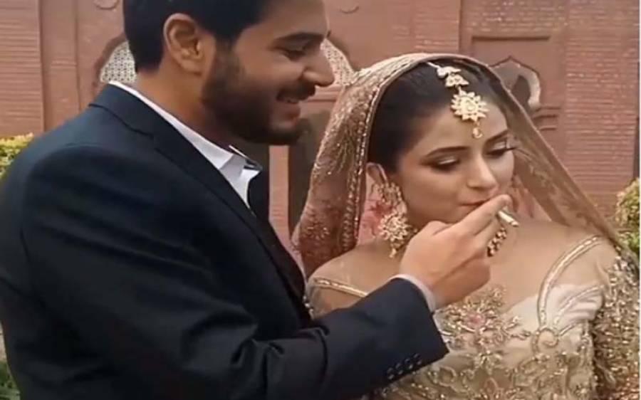 شادی کے فوٹو شوٹ کے دوران دلہن کو سگریٹ پلانے والا پاکستانی دولہا،ویڈیو سامنے آنے پر سوشل میڈ یا صارفین کی شدید تنقید